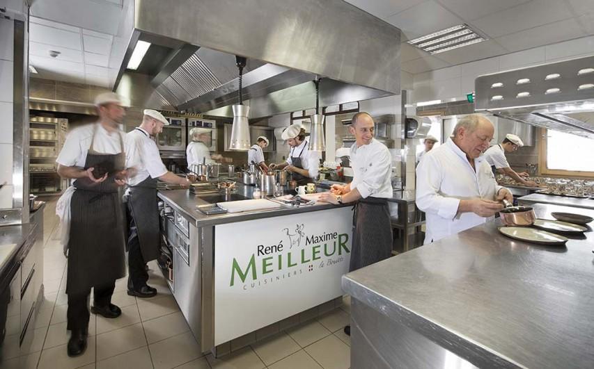 Decouvrir La Vie En Cuisine D Un Restaurant Triplement Etoile